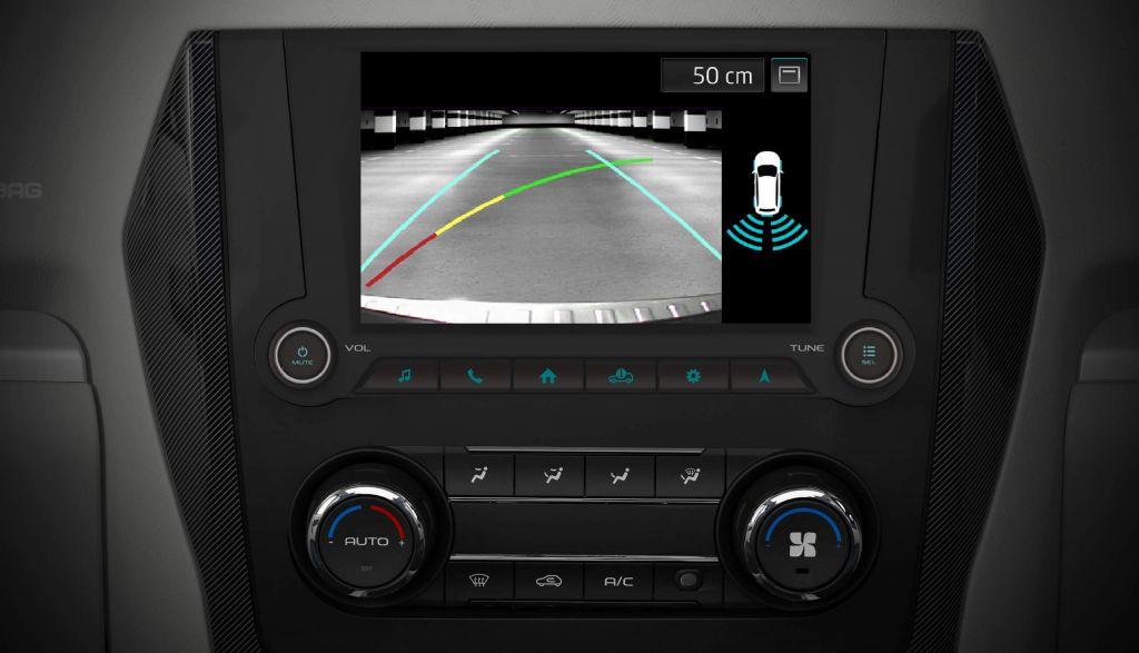 Automotive-Mahindra-Scorpio-Reverse-Parking-Camera